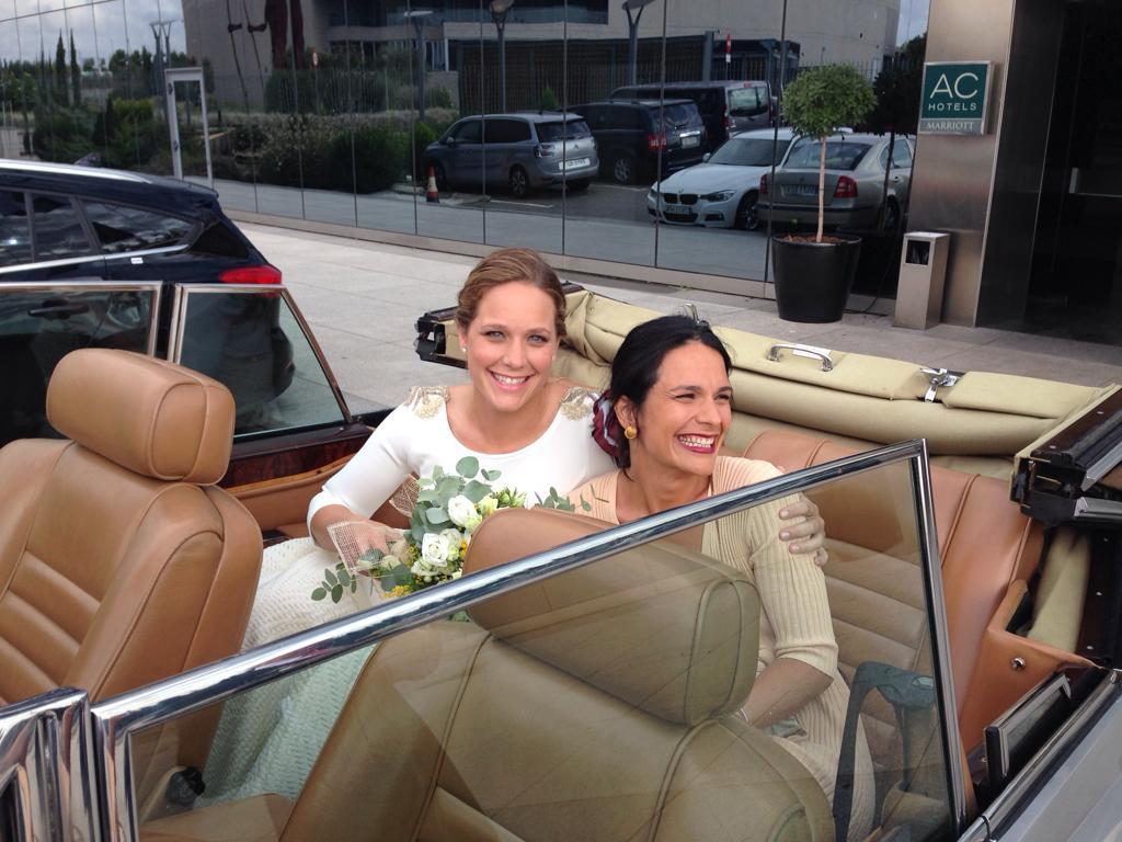 Alquiler-coche-boda-coches-para-bodasalquiler-coches-clasicos-bodas-coches-bodas-madrid-coronavirus-de-bodas-bodas-de-plata-bodas-de-oro-wedding-planner-coches-bo